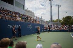 网球员介于中间的点 免版税库存图片