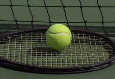 网球和球拍 图库摄影