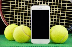 网球和电话 免版税库存图片