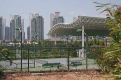 网球场在三亚可敬的地区  免版税库存图片