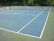 网球场在夏天 免版税库存图片