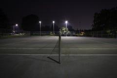 网球场夜光 免版税库存照片