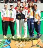 网球妇女的双合作瑞士(l),队俄罗斯并且合作捷克在里约的奖牌仪式期间2016奥林匹克 图库摄影