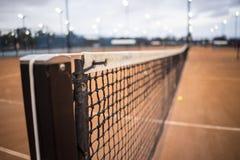 网球网和岗位接近  免版税库存照片