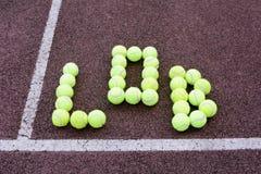 网球高吊球射击 免版税库存照片