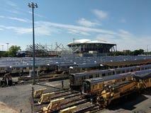 网球,路易斯阿姆斯特朗体育场建设中在旁边从光环路轨围场, NYC, NY,美国的亚瑟・艾许球场 免版税库存照片