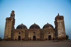 以网眼图案工作、雕刻和设计为特色的庄严被破坏的清真寺 库存图片