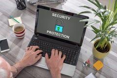 网络在膝上型计算机的安全概念 免版税库存照片