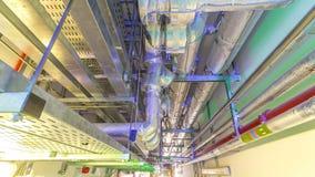 网络的钢管管理或与金属导电线管子或输送管道timelapse hyperlapse的电缆 股票视频