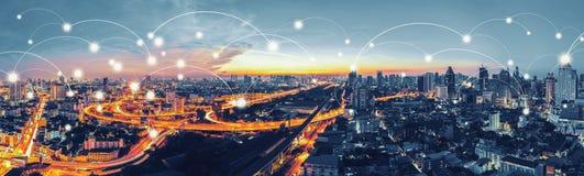 网络和连接与曼谷Expresswa的技术概念 库存图片