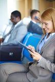 网络在机场 库存图片