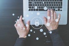 网络安全互联网和网络概念 银行生意人检查现有量符号 库存图片