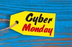 网络星期一销售在蓝色木背景标记 免版税库存图片