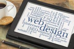 网络设计在数字式片剂的词云彩 库存图片