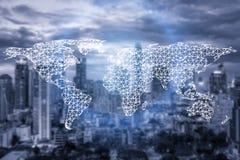 网络连接合作和世界地图与城市 免版税图库摄影
