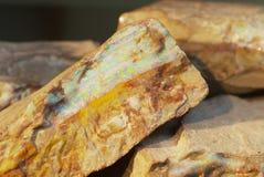 罕见的冰砾蛋白石在Coober Pedy,澳大利亚 免版税库存图片