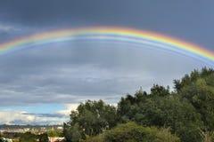 罕见的多条彩虹 免版税库存图片