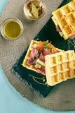 罕见的牛肉奶蛋烘饼三明治 库存图片