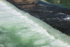 罗伊斯统治者列表河的流动的水在瑞士 库存图片