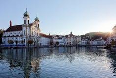 罗伊斯统治者列表河日落风景在老镇卢赛恩,瑞士 库存照片
