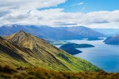 罗伊` s在Dista的峰顶在有Wanaka湖的Wanaka和山 库存图片
