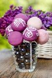 紫罗兰、丁香和桃红色蛋糕流行音乐 免版税库存图片