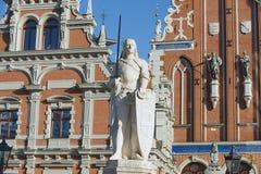 罗兰特雕塑城镇厅广场的在里加,拉脱维亚 免版税库存照片