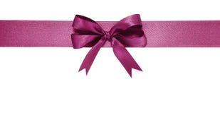 紫罗兰色丝带和弓 查出在空白背景 库存图片