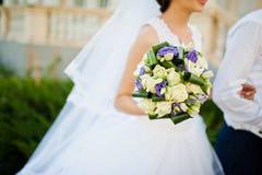 紫罗兰色婚礼花束 库存图片