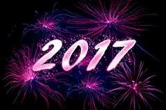 紫罗兰色烟花在2017个新年 库存照片
