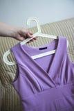 紫罗兰色礼服 免版税库存图片