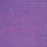 紫罗兰色葡萄酒花呢羊毛织品背景纹理样式,大详细的水平的织地不很细宏观特写镜头,紫色,黄色 免版税库存图片