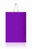 紫罗兰色购物袋,与在白色backgr的裁减路线 免版税库存照片