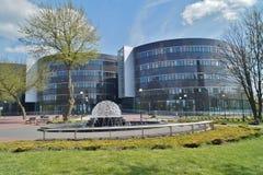 罗兹法律系和管理,大学和都市公开喷泉 免版税库存照片