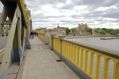 罗切斯特,英国- 2017年4月14日:城堡的看法从罗切斯特桥梁的 免版税库存图片