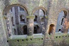 罗切斯特,英国- 2017年4月14日:大厅的专栏和曲拱在城堡里面的 库存图片
