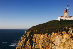 罗卡角灯塔和大西洋,葡萄牙 免版税库存照片