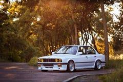 罗夫诺,乌克兰- 2018年7月07日:原始的BMW M3 e30 outdors,体育轮子, tunning的,光滑和发光的老经典减速火箭的老朋友 免版税库存图片