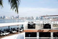 罗安达餐馆,酒吧Terrace_Seafront_Luxury 免版税库存图片