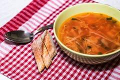 罗宋汤或俄国红色蔬菜汤在碗 免版税库存图片
