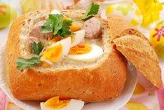 罗宋汤碗面包复活节白色 免版税图库摄影