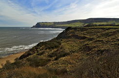 罗宾敞篷海湾从使往Ravenscar的孔吃惊 免版税库存图片