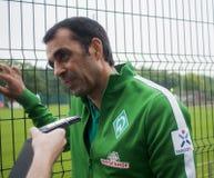 罗宾杜德是被处理的退休的德国足球运动员和为时 图库摄影