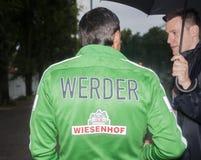 罗宾杜德是被处理的退休的德国足球运动员和为时 免版税库存图片