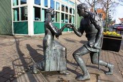 罗宾汉和佣人玛丽亚雕象, Edwinstowe 免版税图库摄影