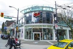 罗布森街道在温哥华-主要购物的英里在城市-温哥华-加拿大- 2017年4月12日 免版税库存照片