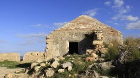 罗希姆诺历史的老镇有老的小教会 希腊 免版税库存图片