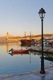 罗希姆诺老港口晚上,克利特海岛  免版税图库摄影