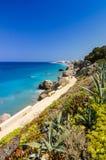 罗得岛在垂直的看法的海岸路 免版税库存图片