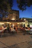 罗得岛老镇咖啡馆在夜之前 希腊 免版税图库摄影